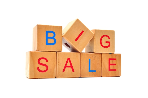 大セール-木製の立方体のテキスト、ビジネスショッピングのコンセプトワード