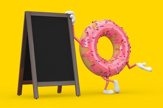 노란색 배경에 빈 나무 메뉴 칠판 야외 디스플레이가 있는 큰 딸기 핑크 글레이즈드 도넛 캐릭터 마스코트. 3d 렌더링