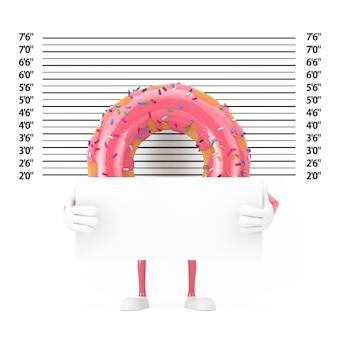 警察のラインナップまたはマグショットの背景の極端なクローズアップの前に識別プレートが付いた大きなストロベリーピンクの艶をかけられたドーナツキャラクターのマスコット。 3dレンダリング