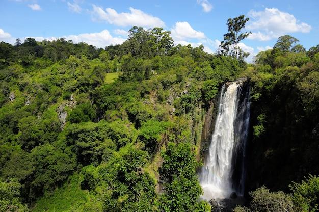 ビッグトムソンの滝。アフリカ、ケニア
