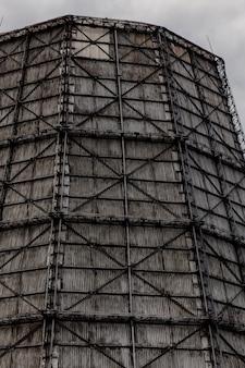原子力発電所や熱エネルギーの大きな塔