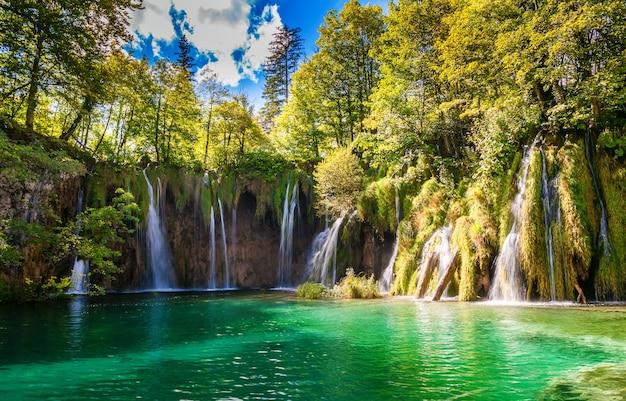 Большие водопады в национальном парке плитвицкие озера, хорватия