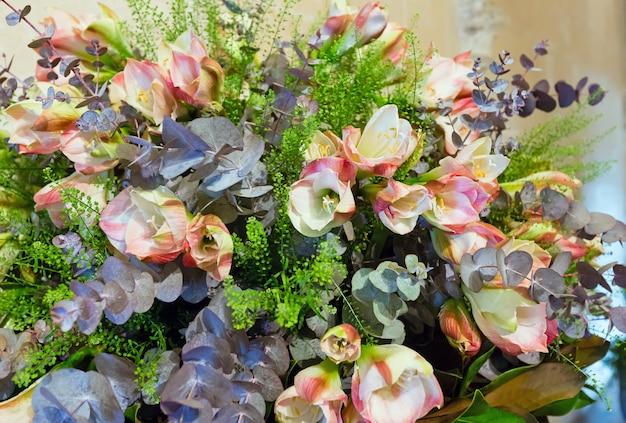 큰 멋진 여름 꽃 꽃다발