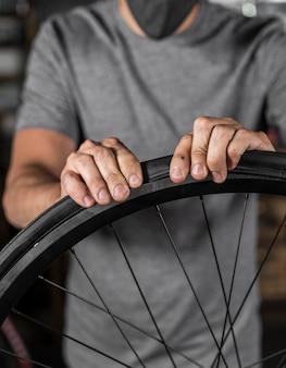 Creazione bici in officina