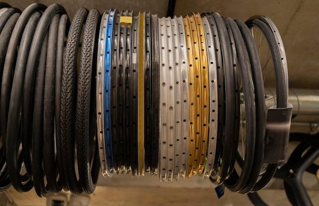 店内の自転車の車輪の配置