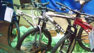 Bikes retail, conveyor