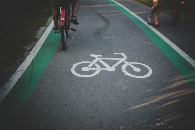 Percorso bici percorso verniciato percorso città