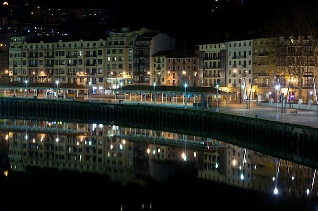 빌바오, 바스크 지방, 스페인 밤에 도시 풍경
