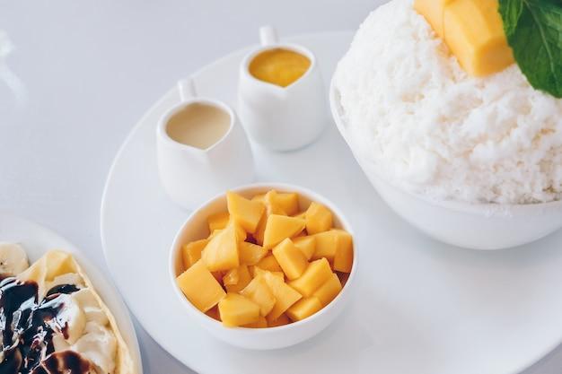 Бэнсу манго и бритые ледяные десерты с манго