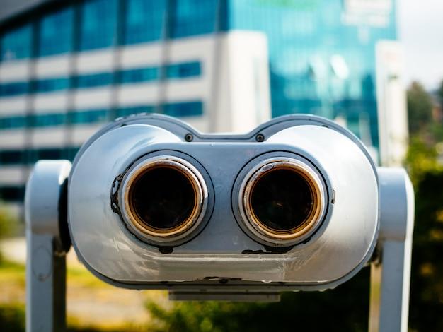 観光客向けの市内展望台にある双眼鏡。