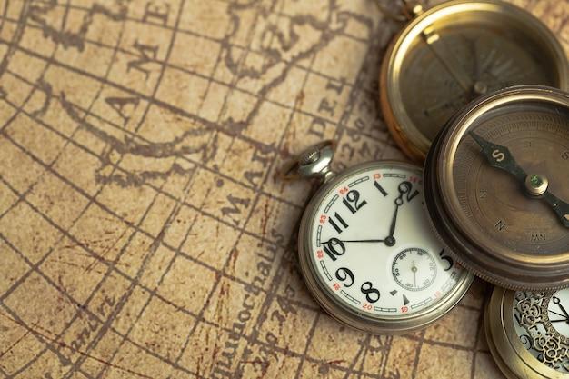 世界地図上のbintageウォッチ、クローズアップ