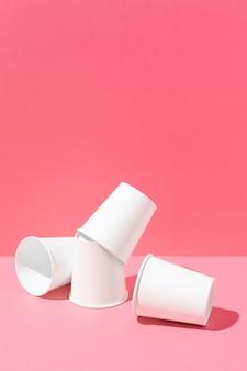 Bicchieri di carta bio cartone copia spazio