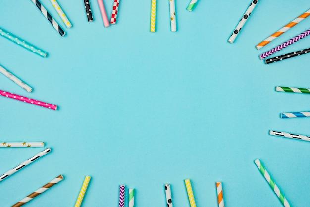 Биоразлагаемые бумажные соломинки копией пространства