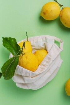緑の葉の生物学的レモン
