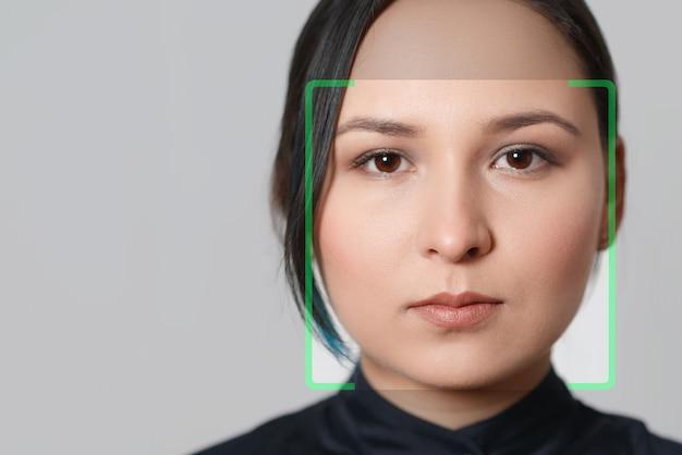 Безопасность обнаружения распознавания лица женщины биометрической проверки.