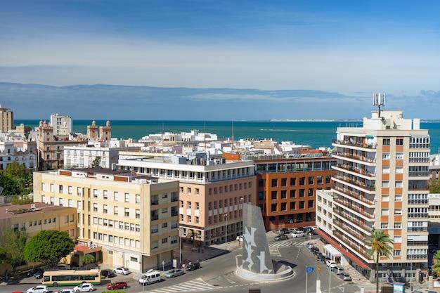 Вид с высоты птичьего полета на город кадис, андалусия, испания