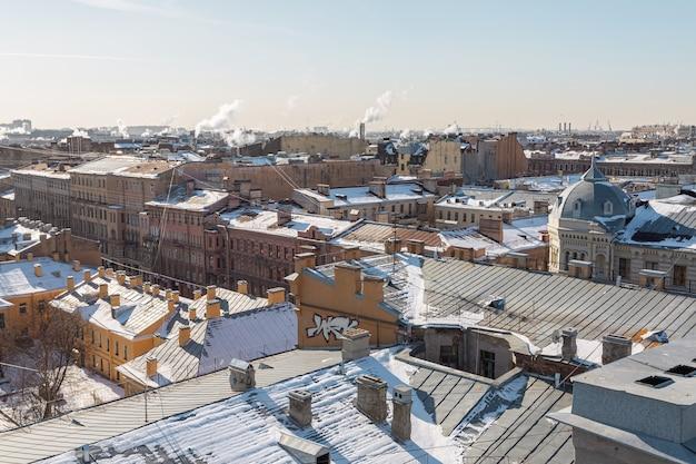 Зимний вид на центр санкт-петербурга с высоты птичьего полета.