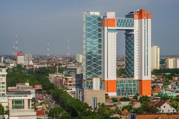 인도네시아 수라바야에 있는 도시의 새 보기