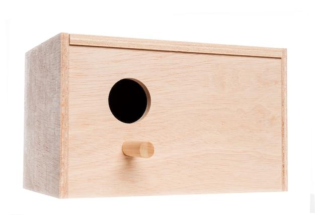 白で隔離の巣箱