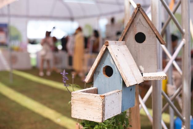 Birdhouse、木、クローズアップ