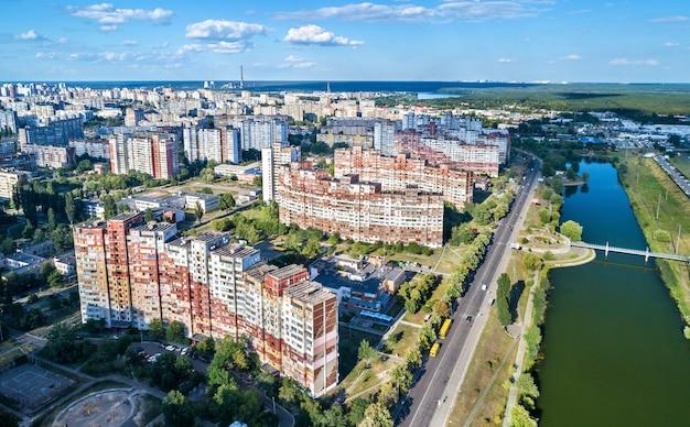 Вид с высоты птичьего полета на троещину района киева, столицы украины