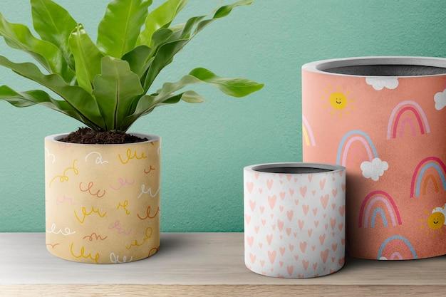 Nido d'uccello pianta di felce in un vaso colorato