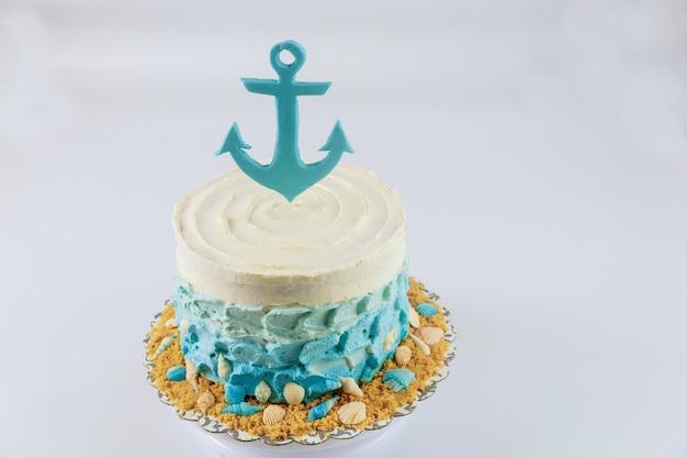 男の子のバースデーケーキ。航海または海洋スタイル。ケーキデコレーション。