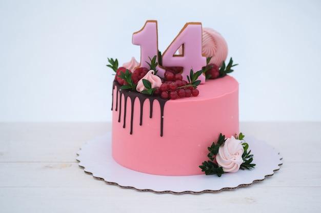 Торт ко дню рождения девушке с числом четырнадцать