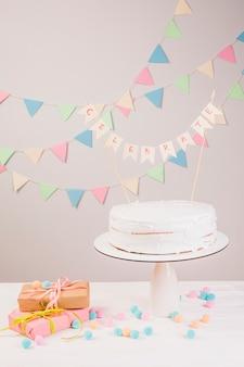 Торт ко дню рождения натюрморт
