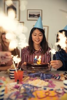 폭죽과 함께 생일 축하