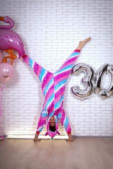 Именинница в радужной пижаме празднует свое 30-летие