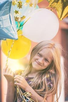 생일 - 풍선과 함께 행복 웃는 소녀