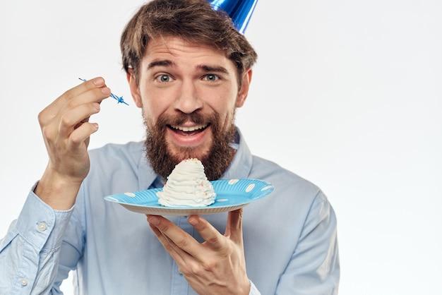 カップケーキとキャンドルで誕生日男