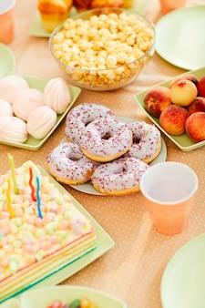 子供のための誕生日テーブル