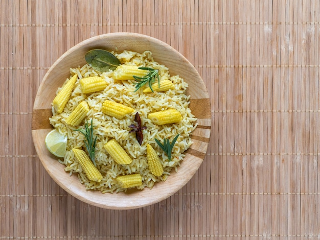 아기 옥수수와 비리 야니. 매운 아기 옥수수 쌀. 인도 음식