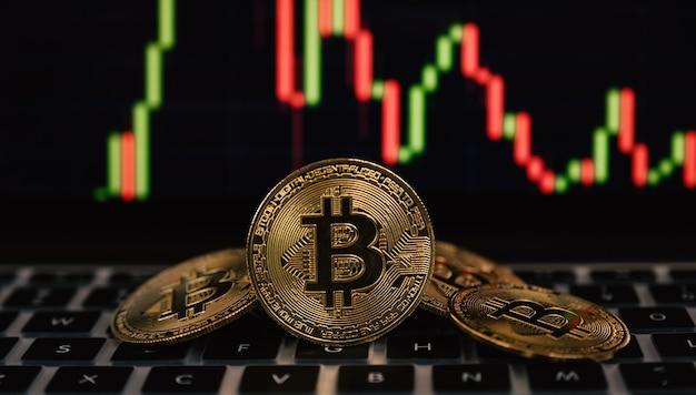 Биткойн и фоновая диаграмма при инвестировании или торговле в сфере криптовалютных инноваций возможны риски.