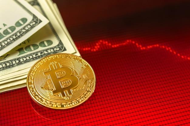 비트코인 btc 위기, 암호화폐의 비용과 가치가 떨어지고 있고, 배경에 달러 돈이 있는 빨간색 주식 차트, 복사 공간 사진
