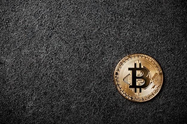 검은 배경에 bitcoin 동전