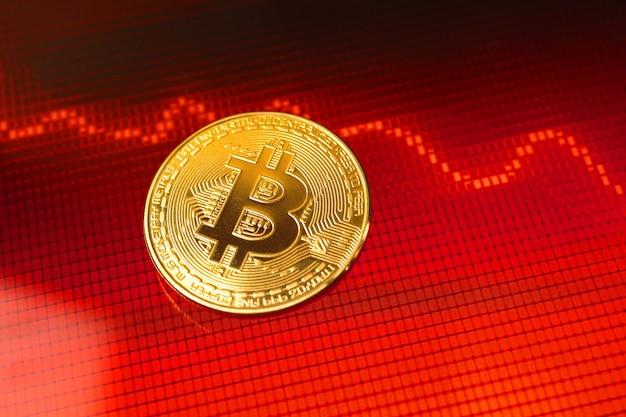 Bitcoin 위기, cryptocurrency 동전 가치 가격 하락, 배경에 빨간색 주식 차트