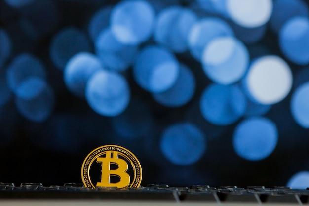 Bokee 배경에 키보드 컴퓨터의 bitcoin 통화 가상 cryptocurrency 개념입니다.