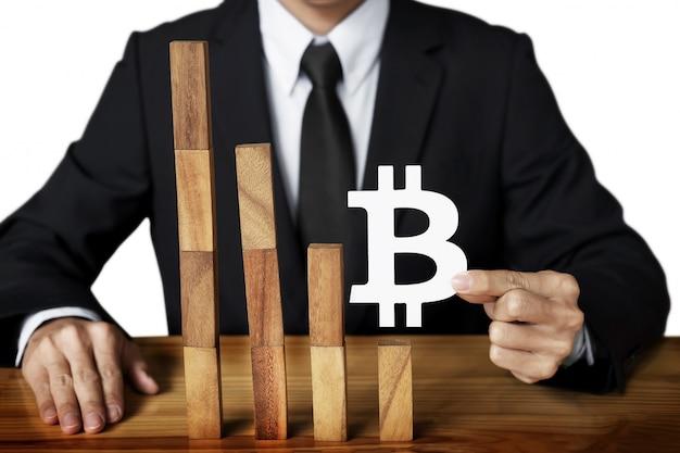 ダウン成長トレンドの落ち込みグラフの通貨価値のbitcoinデザインコンセプト。