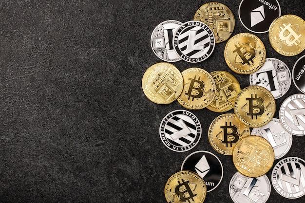 검은 배경에 bitcoin, ethereum, litecoin 동전