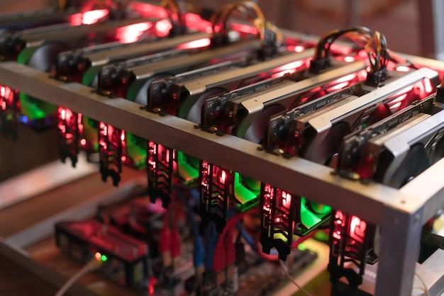 Биткойн-майнинг-ферма. видеокарта для майнера digital