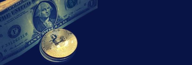 ドル紙幣の横にあるビットコイン
