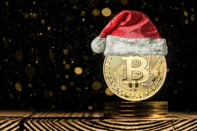 Биткойн на рождественских фонах
