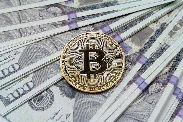 モックアップ現金のビットコイン。暗号通貨デジタルマネーの概念