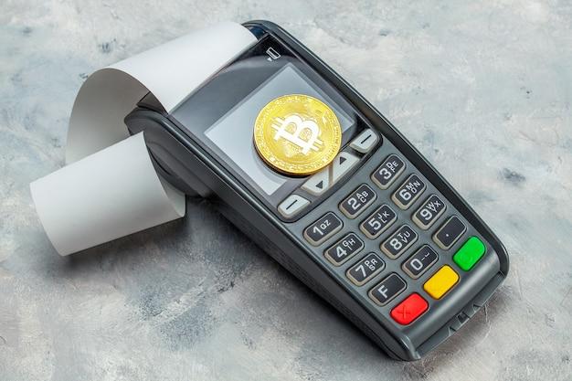 ビットコインの支払い。 pos端末とビットコインコイン。