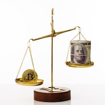 Тенденция увеличения стоимости биткойнов. монета перевешивает баланс. на другой чаше стопка стодолларовых купюр. белый фон