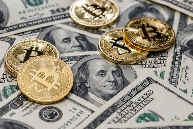 Биткойн против долларовых купюр