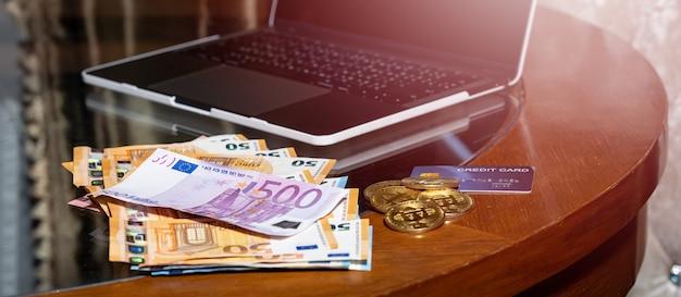 オンライン購入のためのユーロ通貨とbitcoinの電子マネー。
